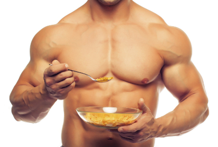 bodybuilder-eating-meal